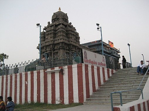 Swamimalai - Here, Lord Muruga is said to have taught the meaning of the OM mantra to his father, Lord Shiva! The temple sits on top of a hillock and can reached by a flight of 60 steps that are said to represent the Hindu cycle of 60 years.